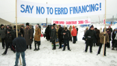 Protest by local communities at the LNG plant, January 2006